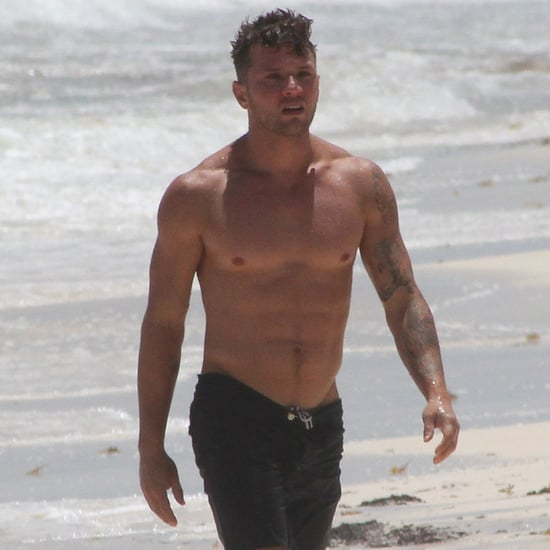 Ryan Phillippe Shirtless on the Beach in Mexico Pictures