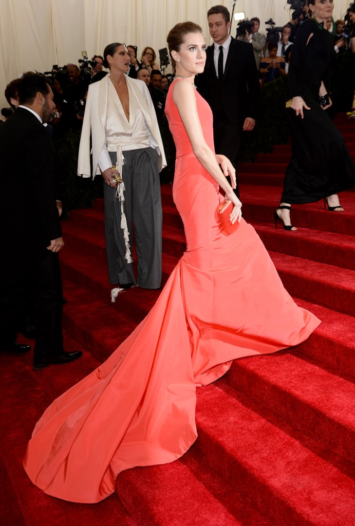 Allison Williams stepped up the stairs solo.