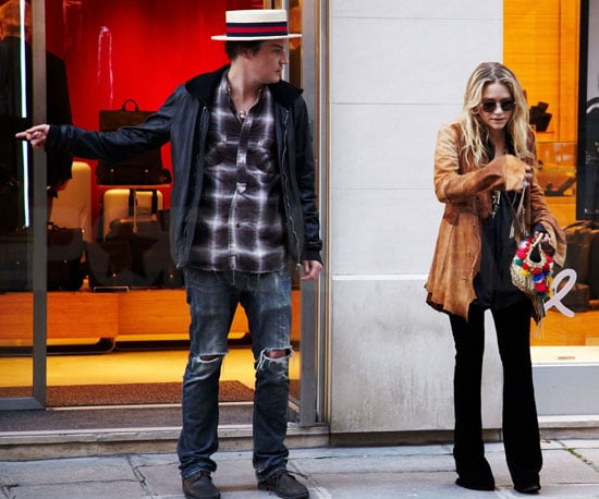 Slide Photo of Mary-Kate Olsen and Nate Lowman Shopping in Paris