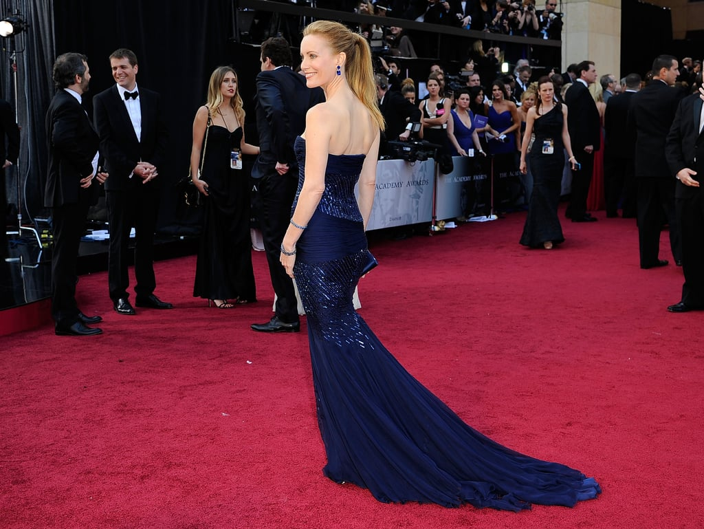 Leslie Mann's navy-blue train on her Roberto Cavalli dress.