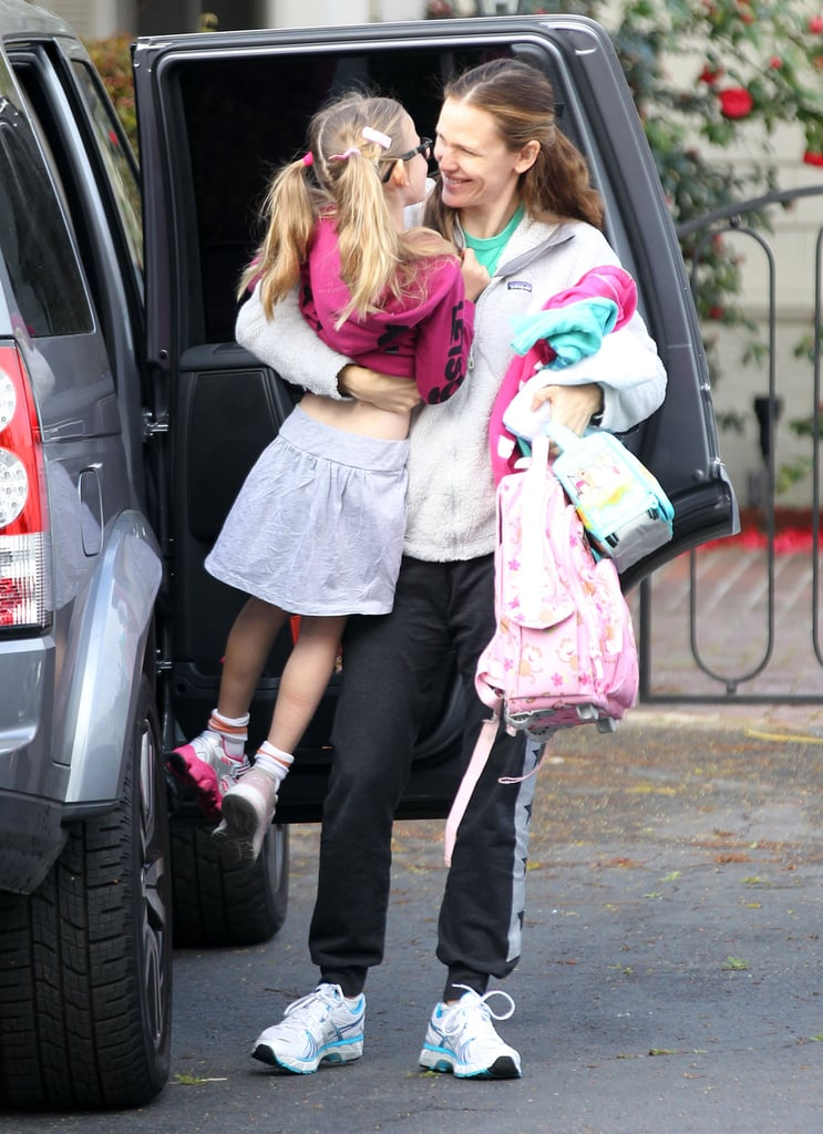 Jennifer Garner laughed with her daughter Violet as they made their way through the parking lot.