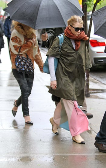 Mary-Kate and Ashley Olsen Don't Let a Little Rain Ruin Their Moneymaking Parade