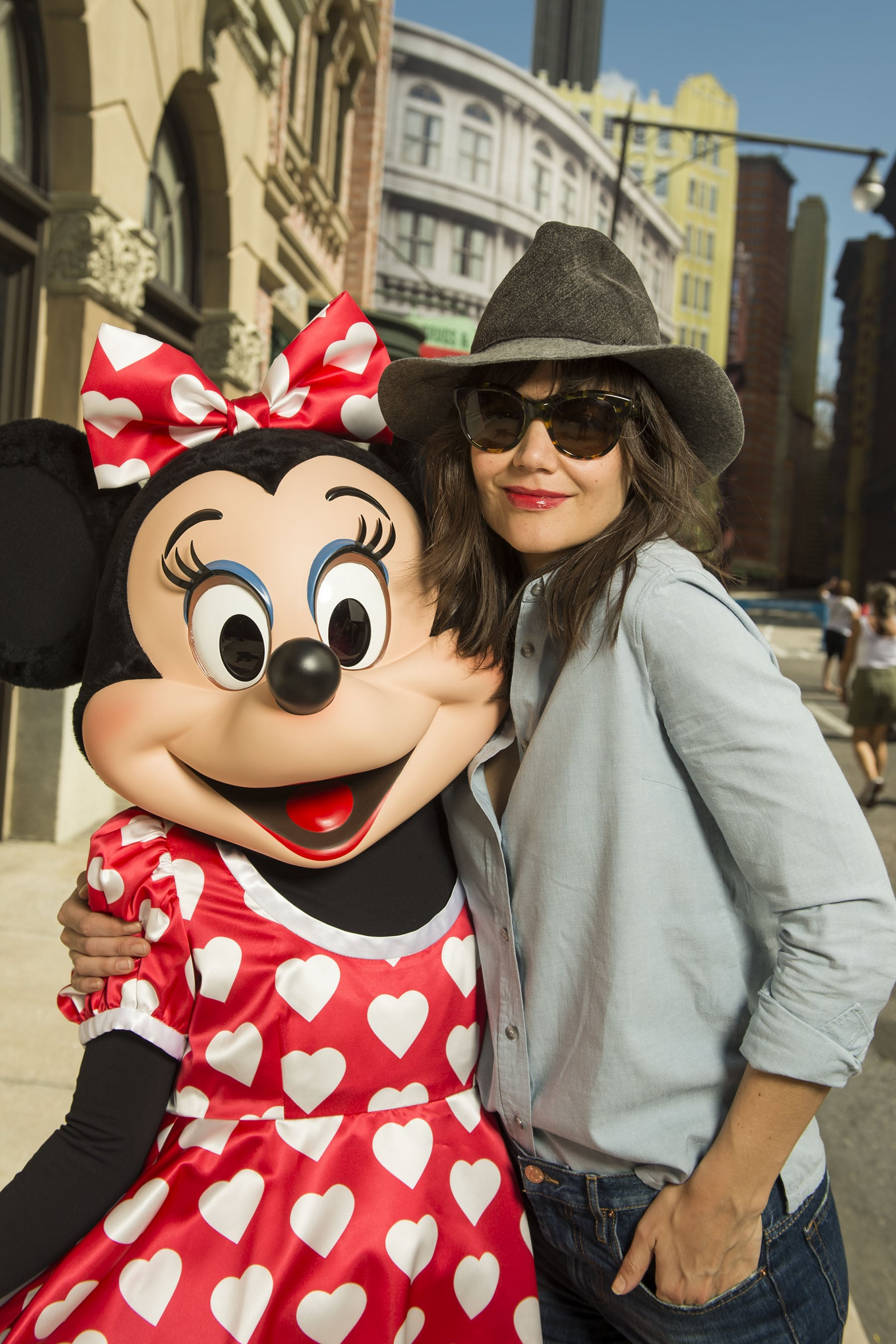 Minnie Mouse looked super psyched to see Katie Holmes at Walt Disney World in March 2014.