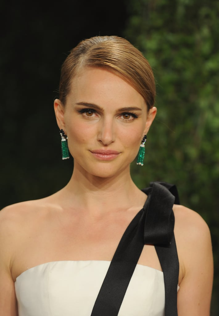 At this year's Academy Awards, Natalie opted for a flick of a cat eye along with a chic French roll.
