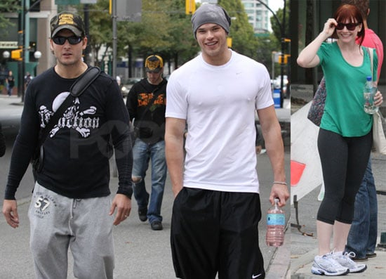 Photos of Kellan Lutz, Peter FAcinelli and Bryce Dallas Howard in Vancouver relaxing off set 2009-09-11 13:14:25
