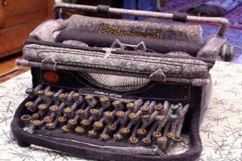 Moment of Geek: Vintage Typewriter Softie