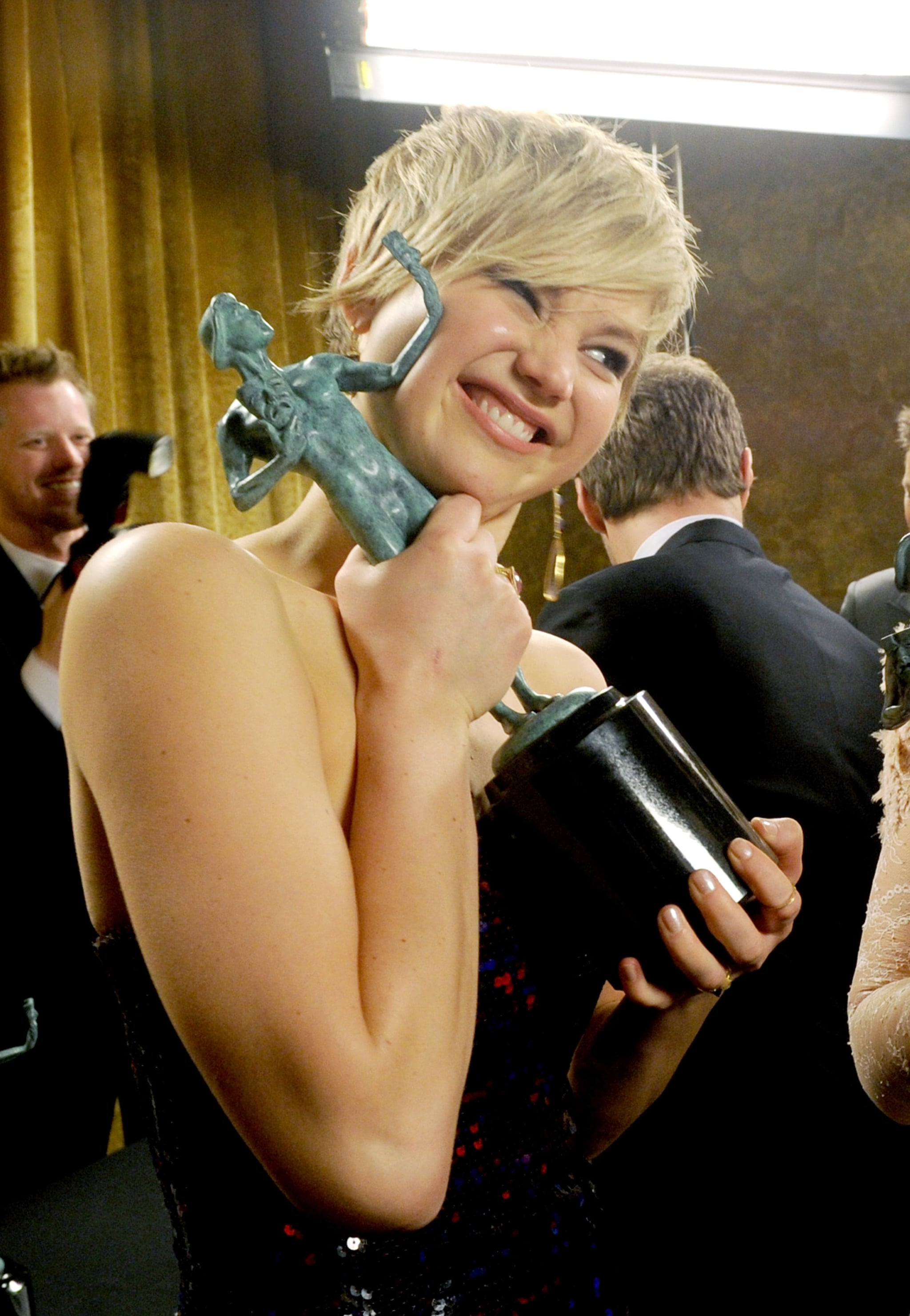 When She Posed With Awards Perfectly — This One's Her New Best Friend