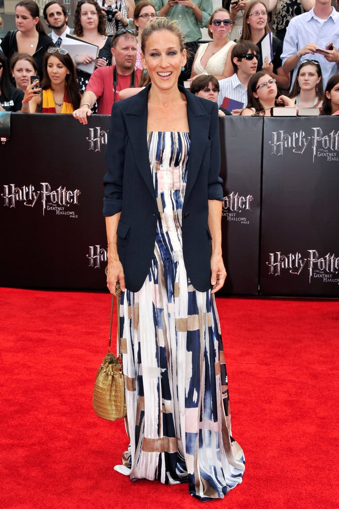 For the NYC premiere of Harry Potter and the Deathly Hallows: Part 2, SJP went evening chic in a watercolor Oscar de la Renta creation, oversize navy topper, and textured bucket bag.
