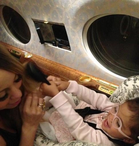 Mariah Carey's daughter, Monroe, helped style her hair during a private plane ride. Source: Twitter user MariahCarey