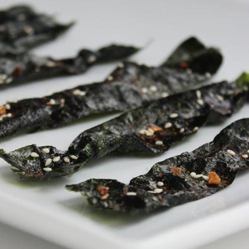 Sesame-Garlic Nori Chips