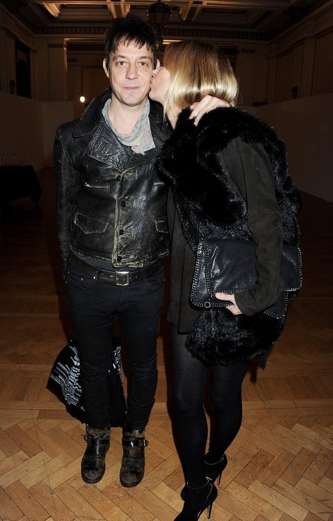 Kate Moss kissed husband Jamie Hince.