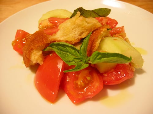 Tuna with Tomatoes, Capers, and Bread