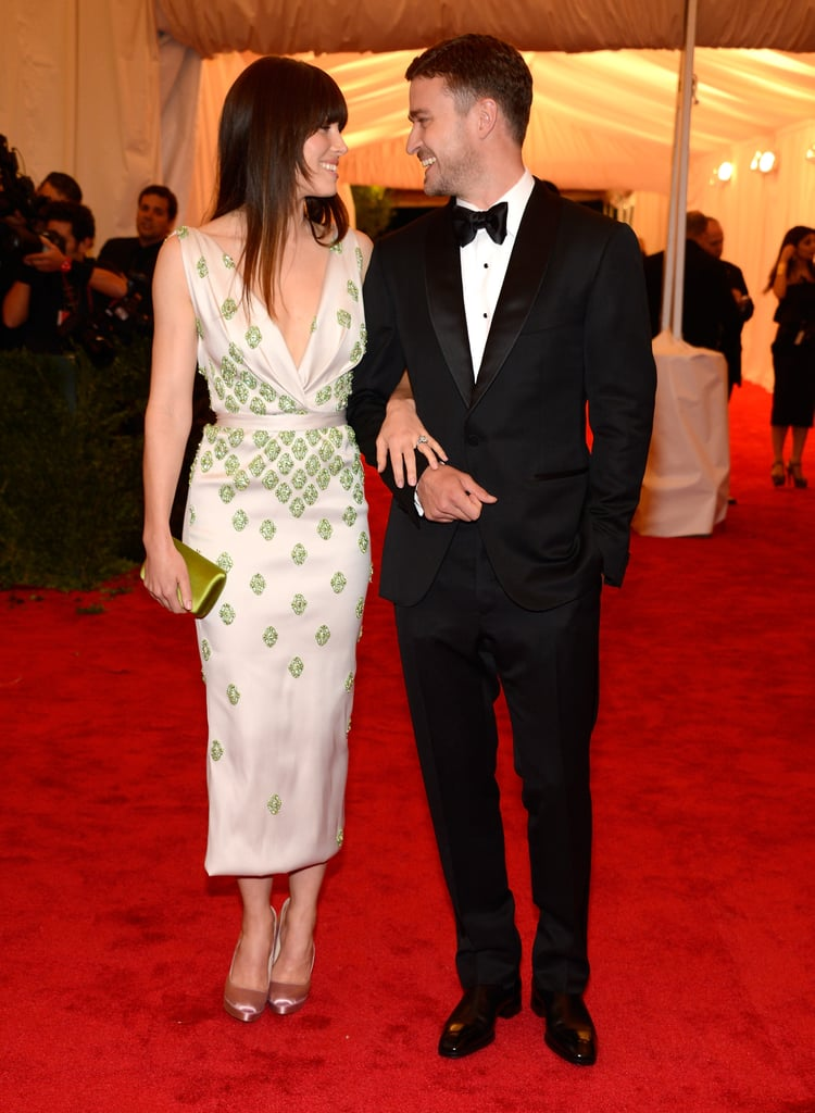 Cute couple Jessica Biel and Justin Timberlake gave each other a glance at the Met Gala.