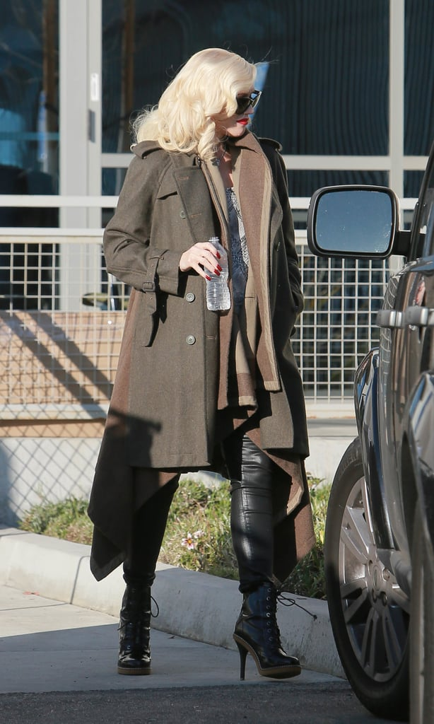 In a coat like this, Gwen could totally muster a fashion army. The timeless olive trench was styled over a warm brown cardigan with kerchief hem and serious leather boots, making for five-star style.