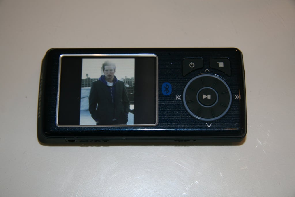 Geeksugar Tests The Insignia MP3 Player With Bluetooth