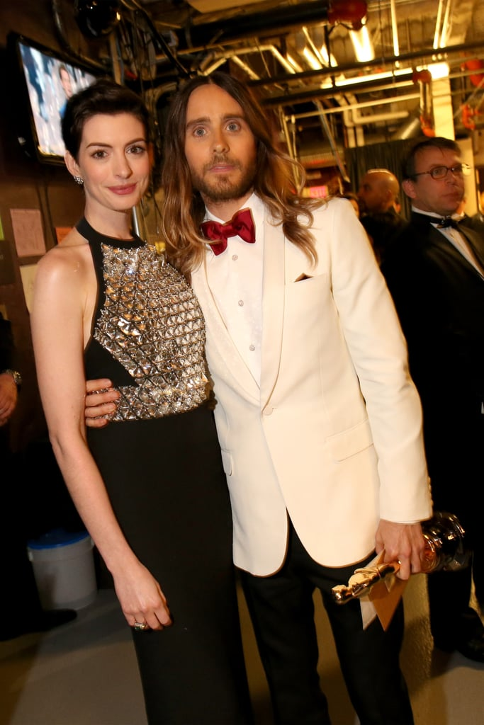 Anne Hathaway and Jared Leto posed for a picture after she presented him with his Oscar.