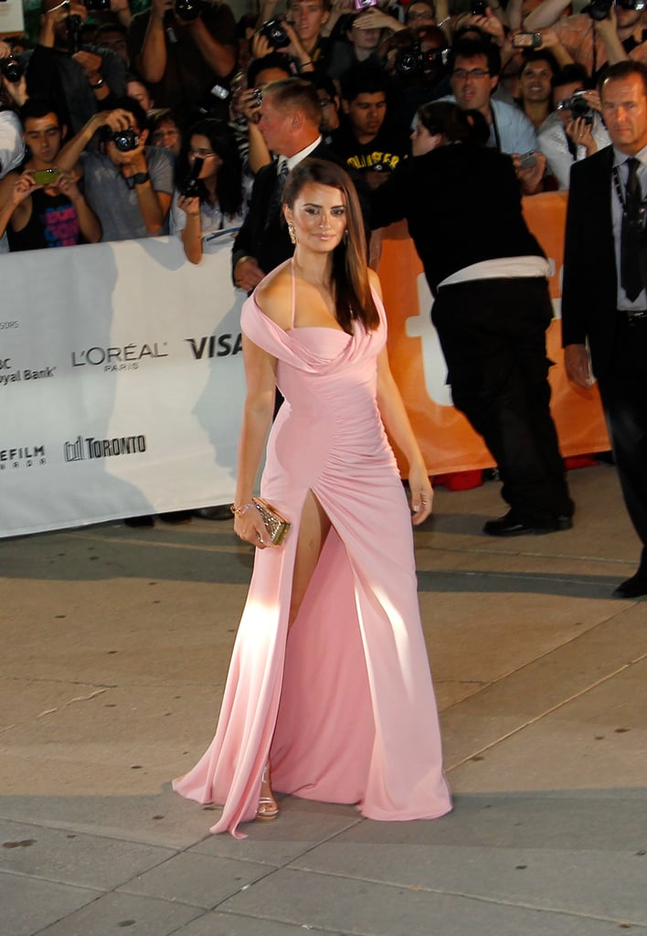 Penelope Cruz posed for photos at TIFF.