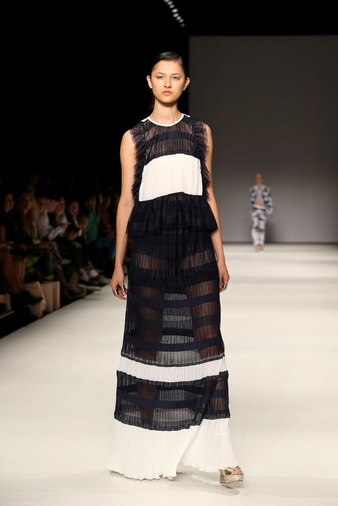 Alice McCALL Show Review pictures