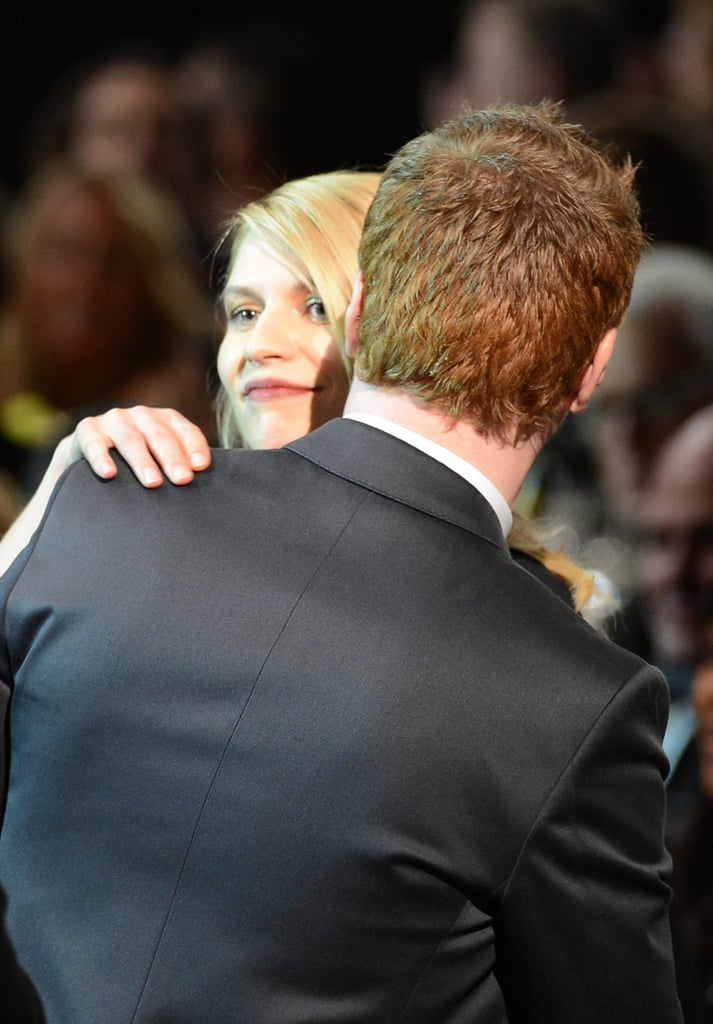 Claire Danes gave a hug during the SAG Awards.