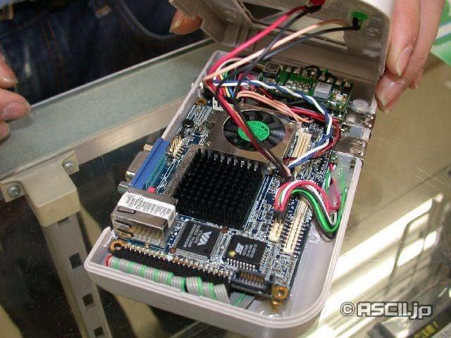Geek Puts Complete Computer In His Gameboy