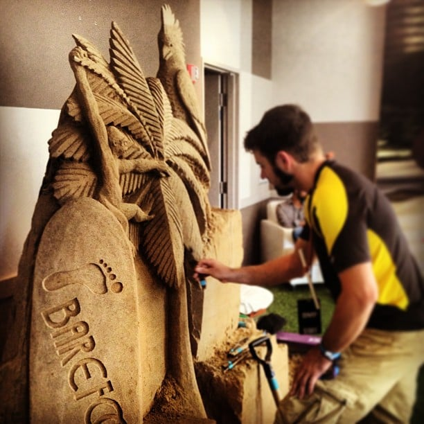 Yes, his sand castle is better than yours. In the It's So Miami lounge, guests sipped on wine while this artist got to work on a beachy sculpture. Source: Instagram user POPSUGARBeauty