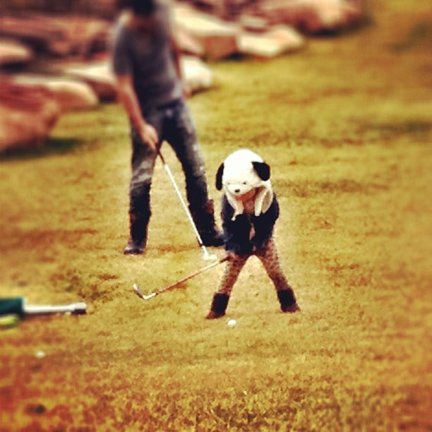Naleigh Kelley showed off her golfing style while out on the green with her dad, Josh Kelley. Source: Instagram user joshbkelley
