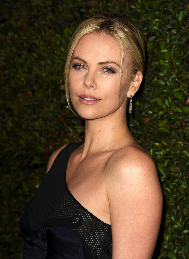 Is ryan reynolds dating charlize theron