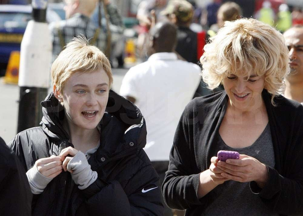 Dakota Fanning chatted with a costar.