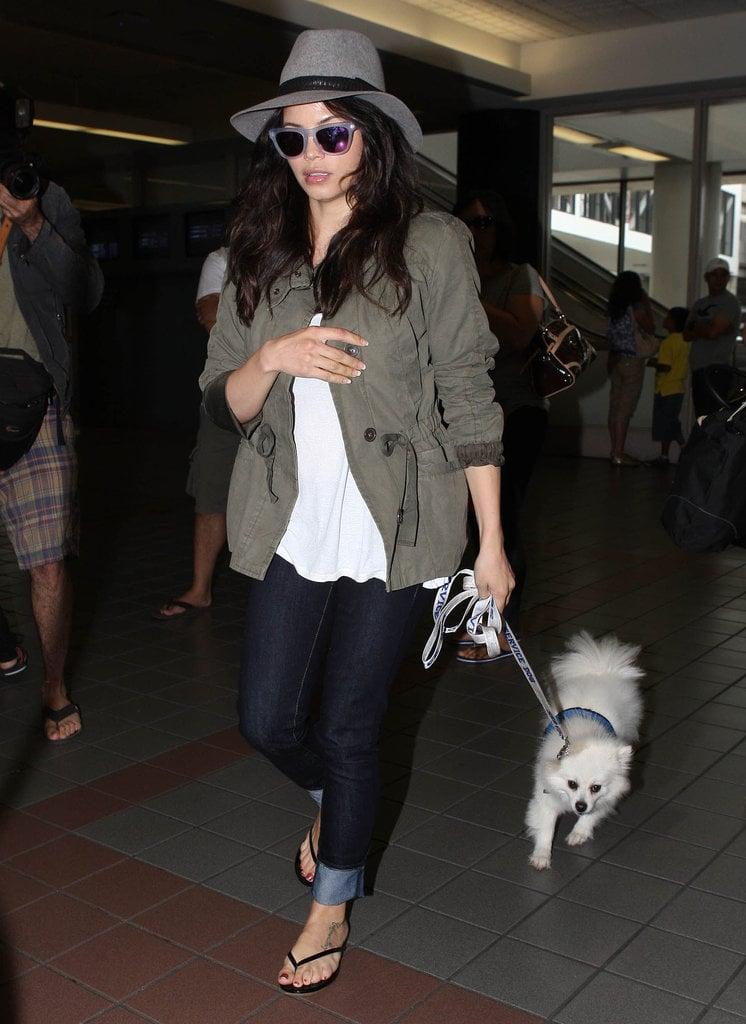 Jenna Dewan-Tatum borrowed from the boys in her olive green jacket and gray felt fedora.
