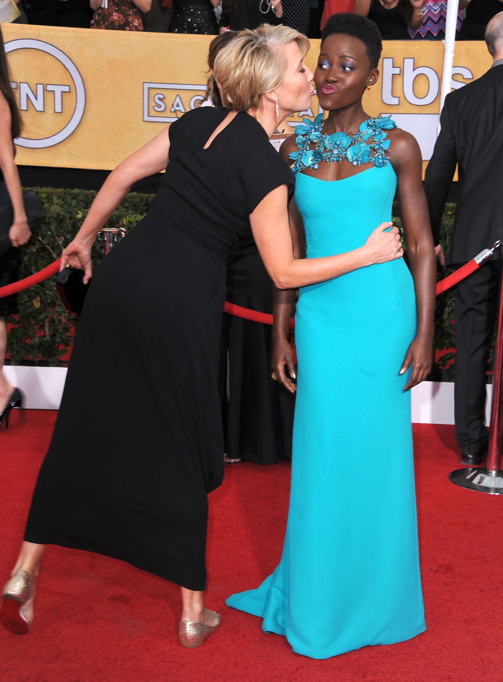 Emma Thompson went in for the side kiss with Lupita Nyong'o at the SAGs.