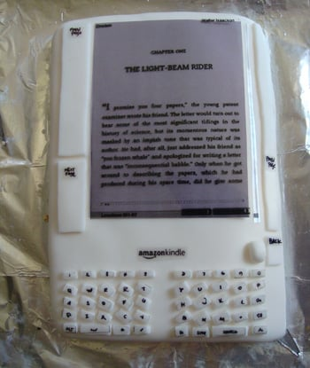 Kindle Cake is Baked Gadget Goodness