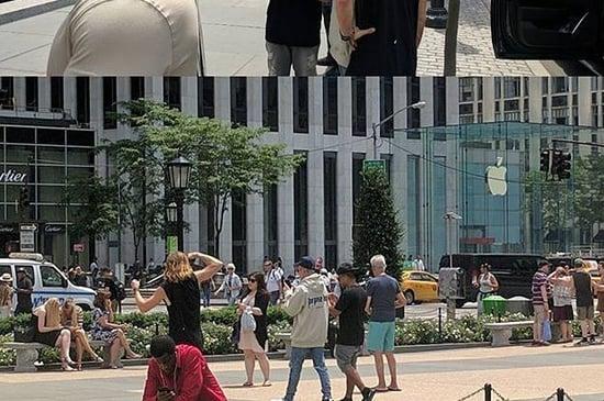 Justin Bieber Is Running Around New York Like Crazy Playing Pokémon Go