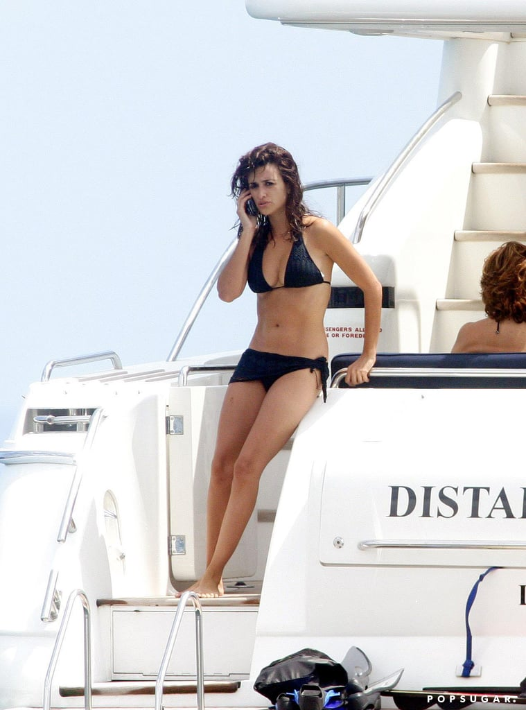Penélope spent time on a yacht with her family during a trip to Ibiza in August 2006.