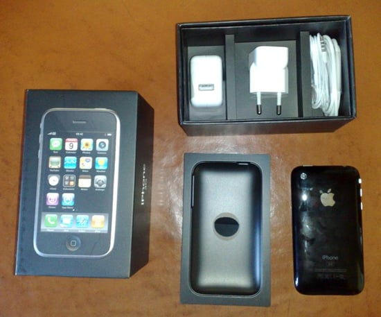 Daily Tech: The Rest of the World Can't Wait For July 11, Unboxes the iPhone 3G Now