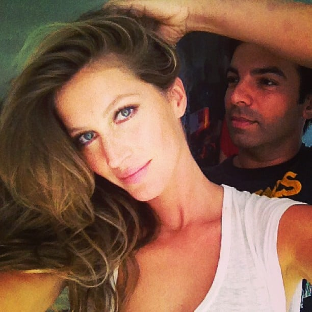 Gisele Bündchen snapped a photo while getting her hair done by Harry Josh. Source: Instagram user giseleofficial