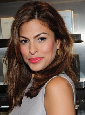 Picture of Eva Mendes's Hot Pink Lipstick 2009-11-13 04:00:27