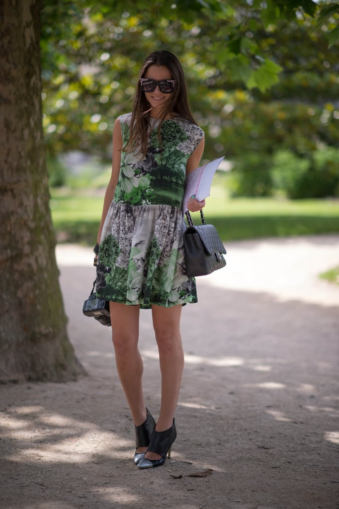 This style setter knows how to outfit a head-to-toe head-turner, starting with a great graphic print, then adding in heavy-hitting accessories, like a classic Chanel bag and studded shades.