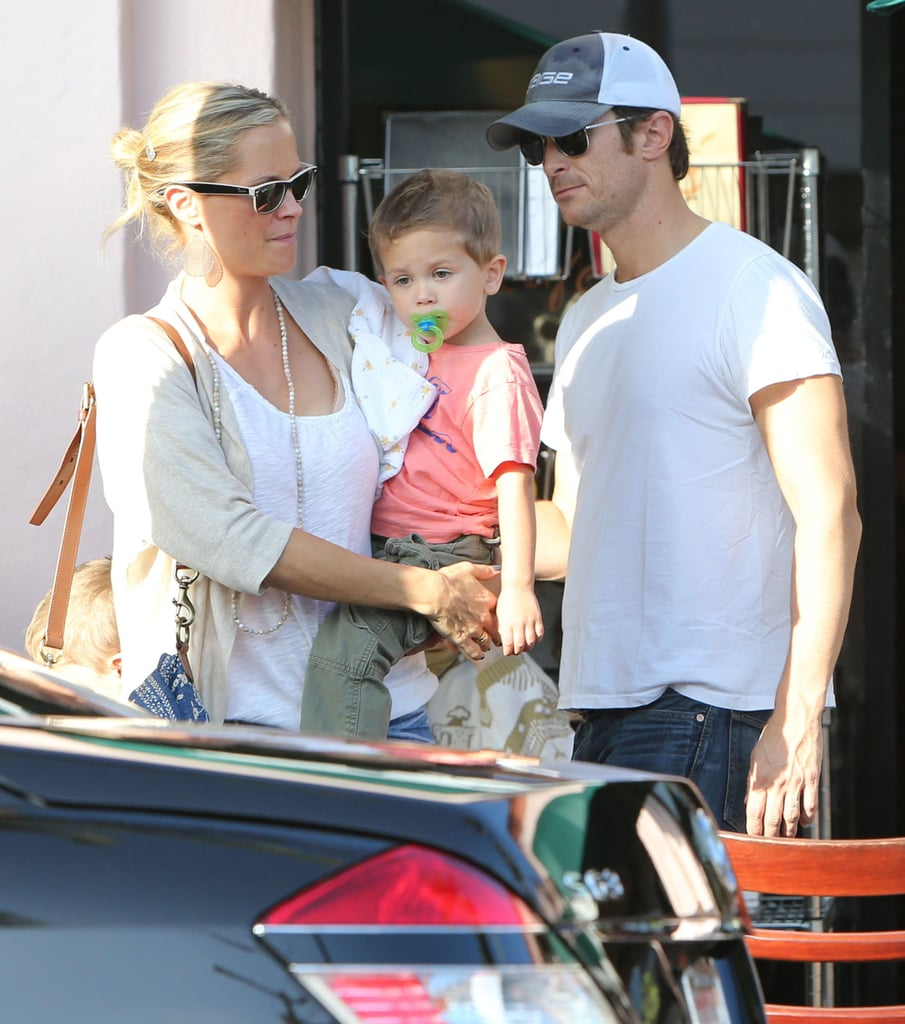 Oliver Hudson and his family celebrated his mom Goldie Hawn's birthday.