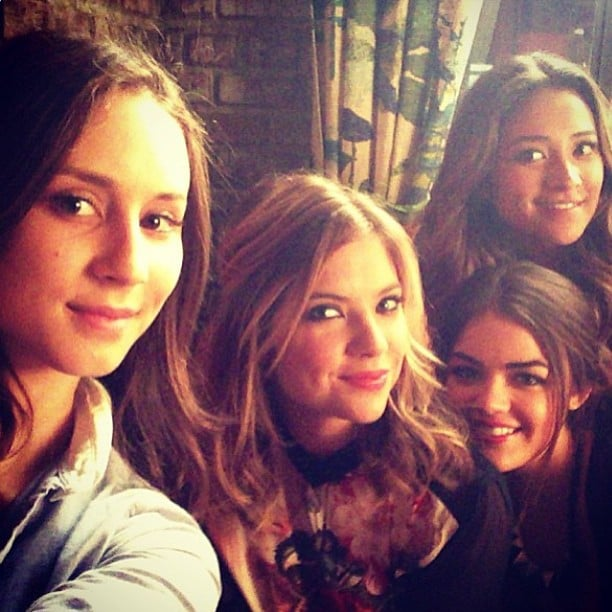 The ladies of Pretty Little Liars huddled together for a cute on-set photo. Source: Instagram user itsashbenzo