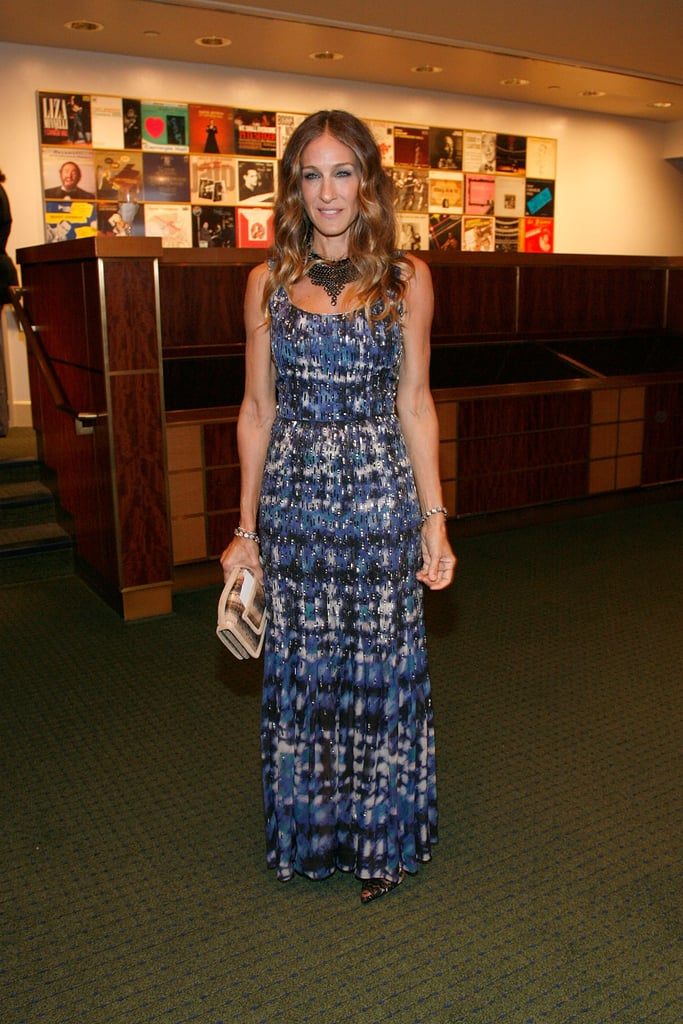 At the 2012/2013 Carnegie Hall Season Opening, Sarah Jessica Parker glammed up her blue printed Oscar de la Renta maxi and Manolo Blahnik pumps with Fallon jewels and a snakeskin clutch by Pierre Hardy.