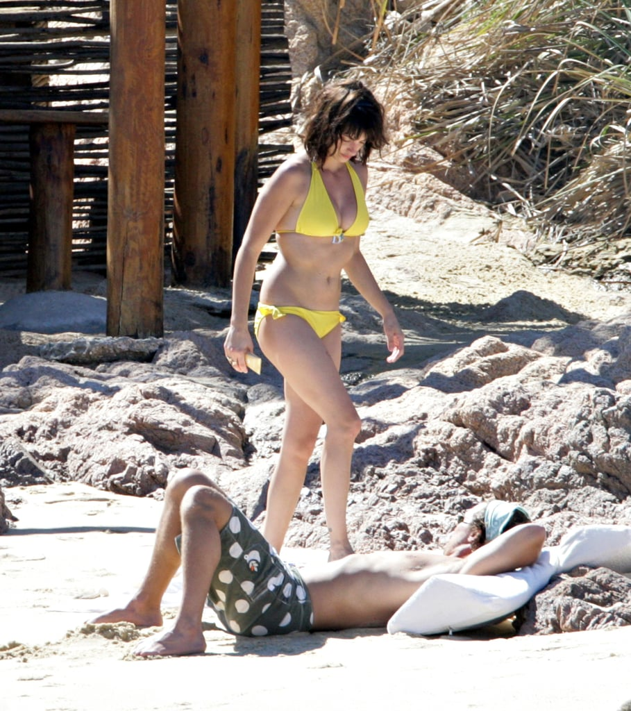 In March 2006, Penélope donned a bikini to spend a beach day with then-boyfriend Matthew McConaughey in Cabo.