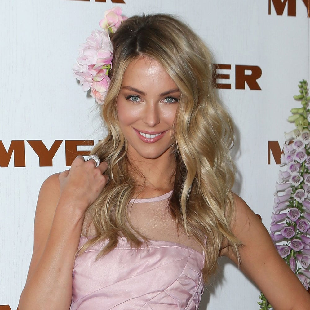 How cute does Jennifer Hawkins look at today's Crown Oaks Day?! Another celebeauty rocking fresh flowers, the texture in Jen's hair really sets-off the look.