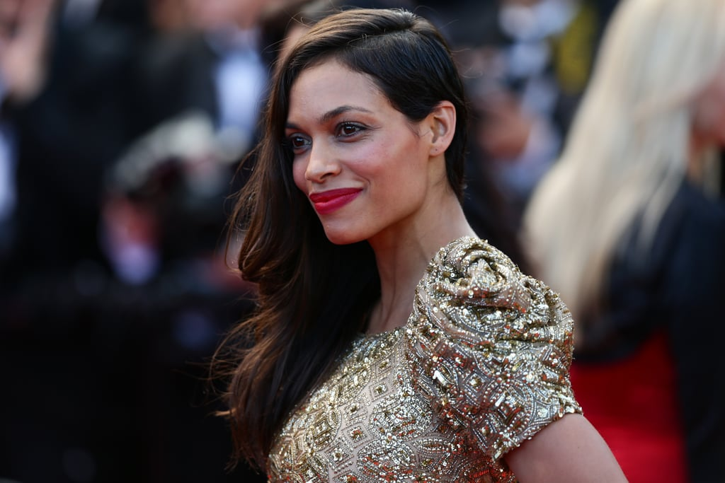 Cool-girl Rosario Dawson showed us how to grow shaved hair out right at the Cleopatra premiere.