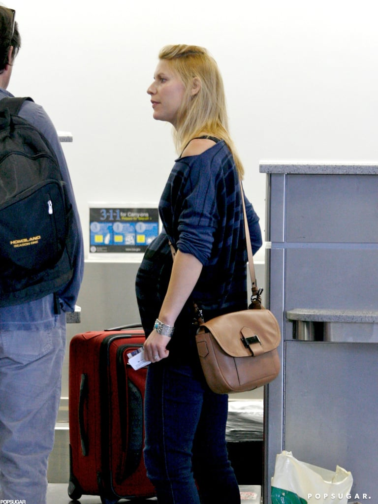A pregnant Claire Danes headed to her flight.