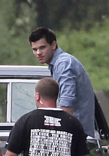 Taylor Trades Notes With the Director of Abduction on Set in Pittsburgh