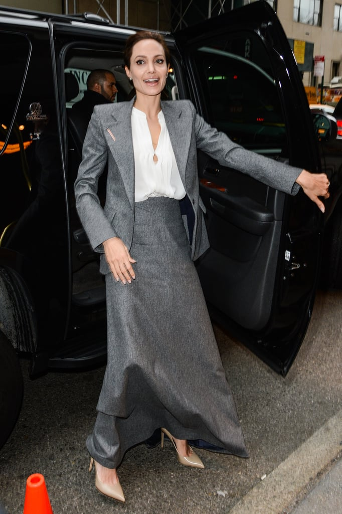News Pics and More... - Page 4 Dont-Underestimate-Functionality-Long-Skirt-Lots-Leg-Room
