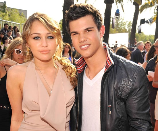 Miley Cyrus and Taylor Lautner posed together on their way into the show in 2009.