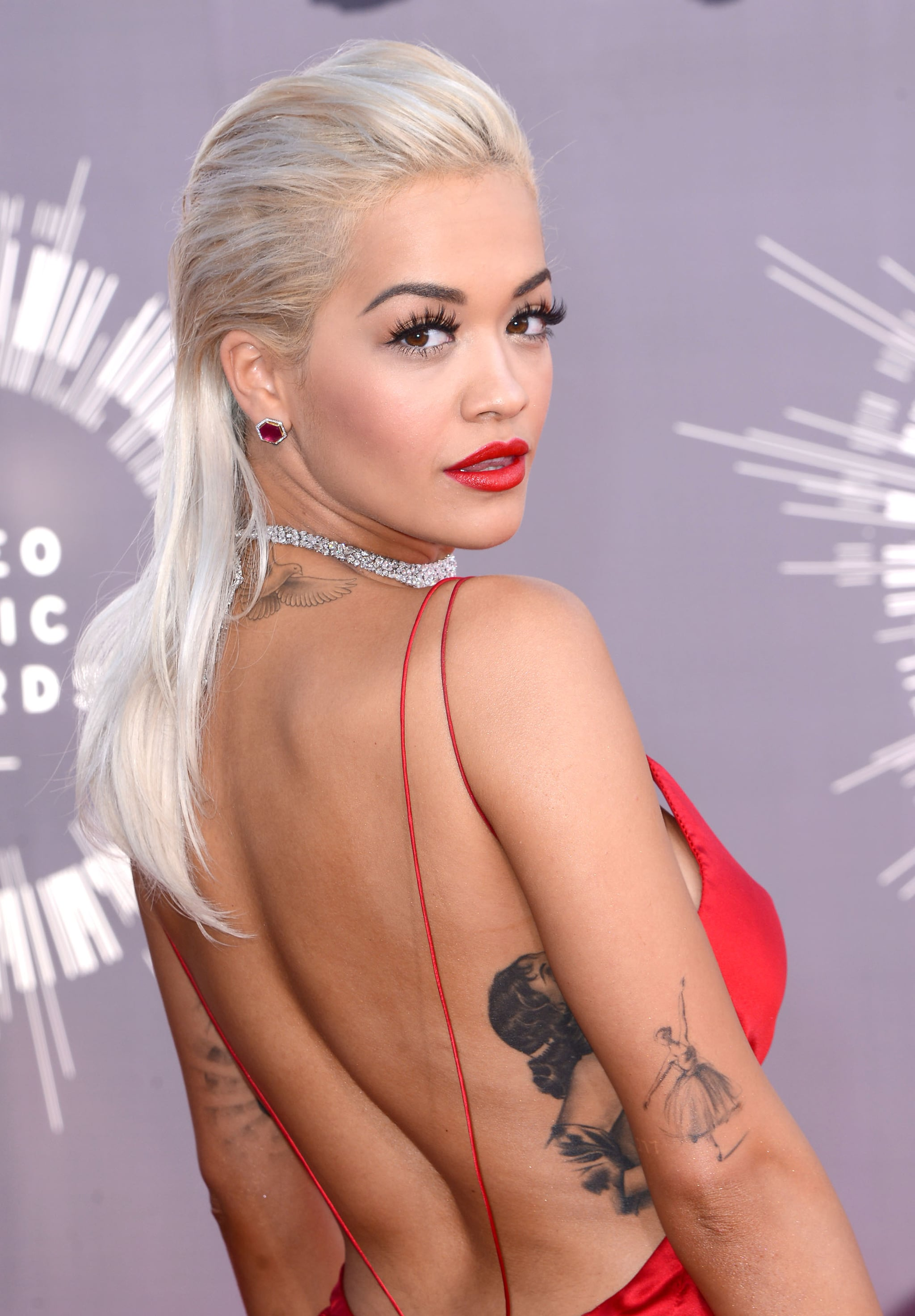 We've been pretty into chokers lately, which is why we were excited to see Rita Ora complete her Donna Karan Atelier gown with this diamond-encrusted Lorraine Schwartz necklace.