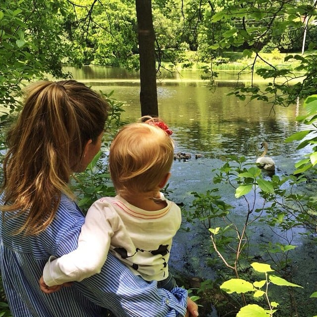 Gisele Bündchen relaxed with her daughter, Vivian, at the lake. Source: Instagram user giseleofficial