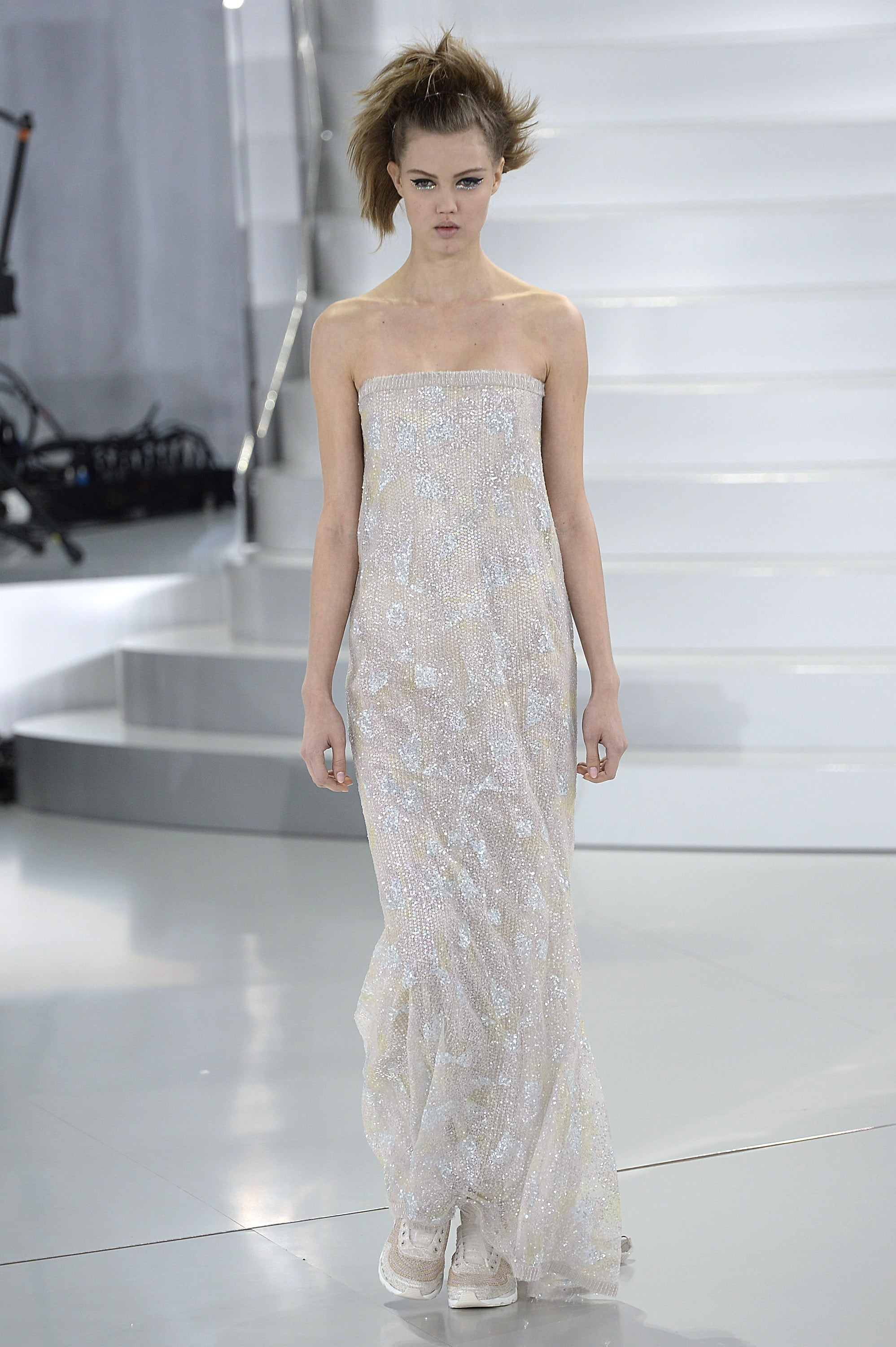 Anne Hathaway: Chanel Haute Couture Spring 2014